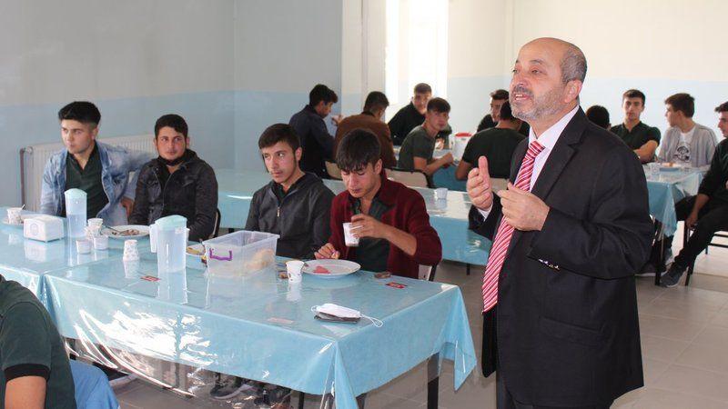 Derinkuyu İlçe Milli Eğitim Müdürü İrmak Öğrencilerle Kahvaltıda Buluştu