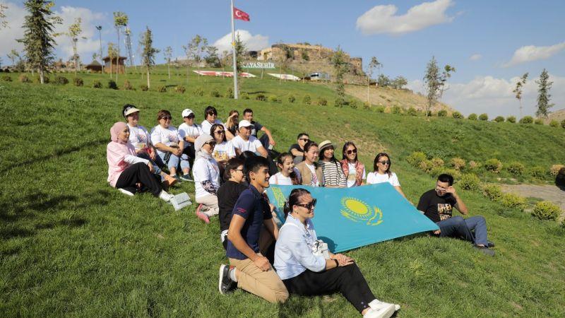 Kayaşehir'e Yabancı Turistlerin İlgisi Sürüyor
