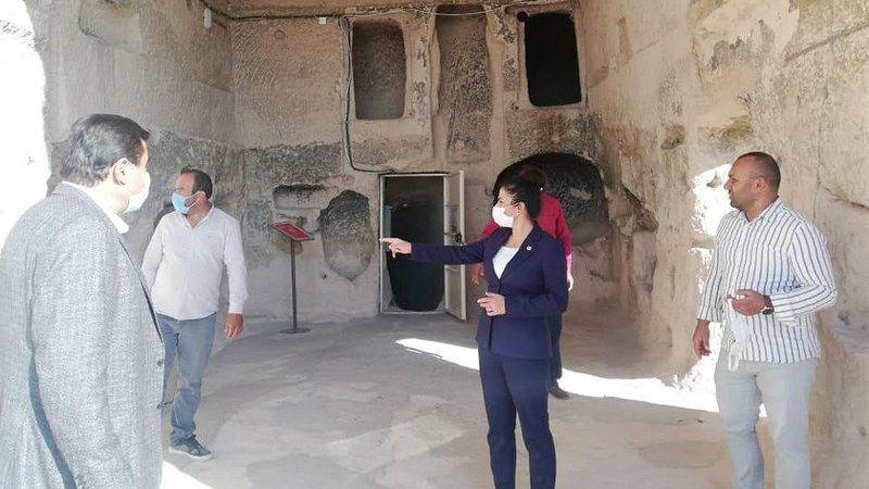 Kaymakam Yıldız Tatlarin Kilisesi'ni Ziyaret Etti