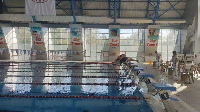 Nevşehirli Öğrenciler Yüzme Yarışlarına Katıldı