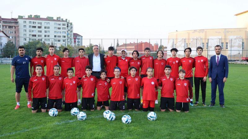 Başkan Savran, Altyapı Sporcularını Ziyaret Etti