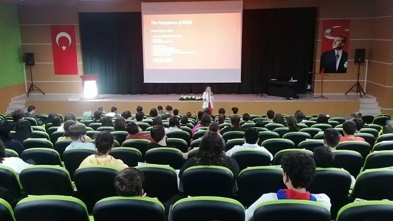 Bahçeşehir Koleji Lise Öğrencilerine Model Birleşmiş Milletler Konferansı Hakkında Bilgi Verildi