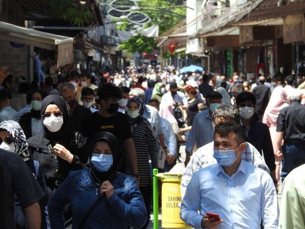 Evde bunalıma giren Gaziantep sokağa taştı