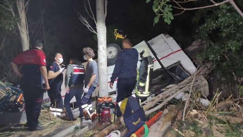 2 araç uçuruma yuvarlandı: 3 ölü, 5 yaralı
