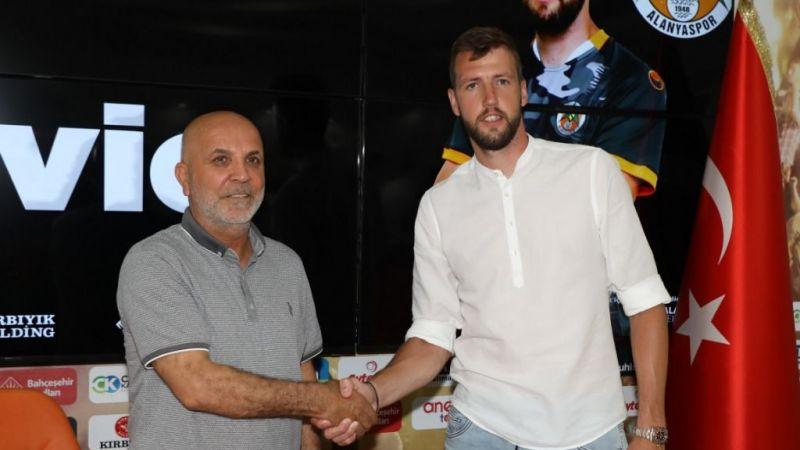 Nemanja Milunovic imzayı attı