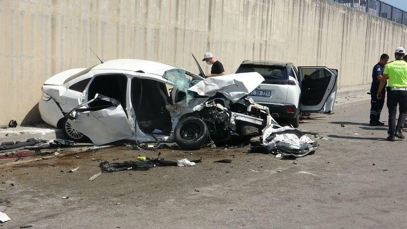 Kafa kafaya feci kaza: 3 ölü, 4 yaralı