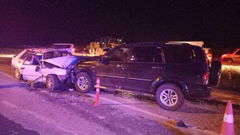 2 araç kafa kafaya çarpıştı: 1 ölü, 3 yaralı