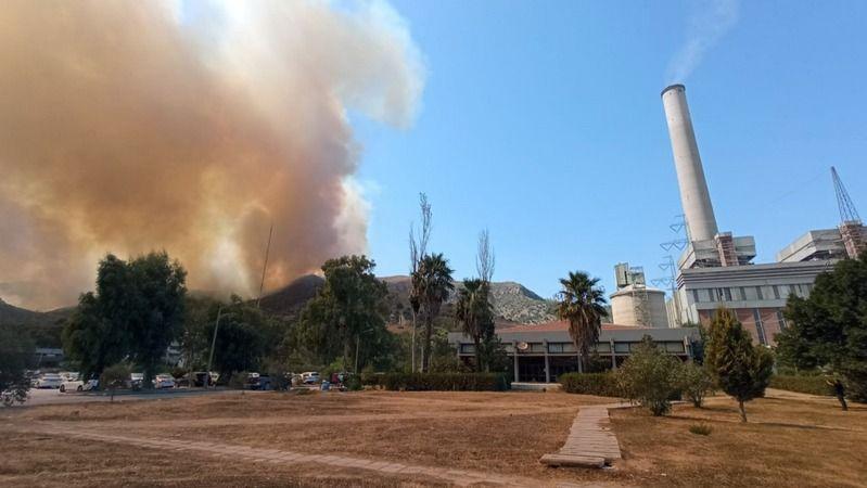 Alevler termik santrale yaklaştı