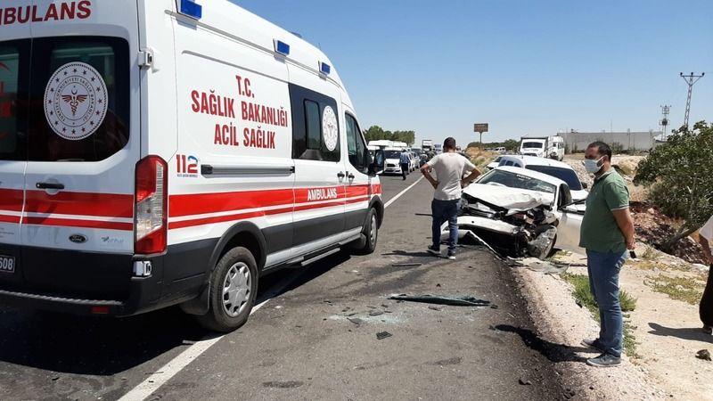 Gaziantep'in ilçesinde  iki araç kafa kafaya çarpıştı: 1 ölü, 1 yaralı