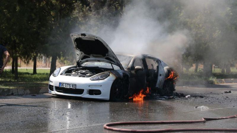 1 milyon 500 bin değerindeki lüks otomobil alev alev yandı