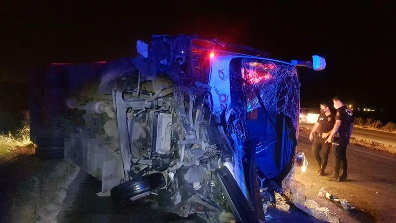 İşçi servisi otomobille çarpıştı: 4 ölü, 5 yaralı