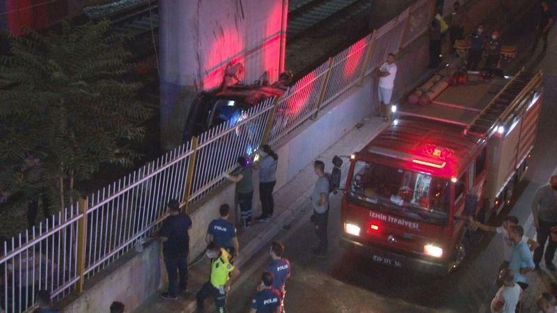 Viyadükten tren yoluna uçtu: 1 ölü, 5 yaralı