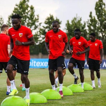 Süper lig takımı 6 futbolcuyu birden kapıya döndü