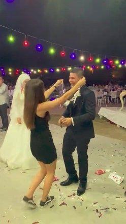Düğünde 5'i bir yerde yerine sigara takıldı