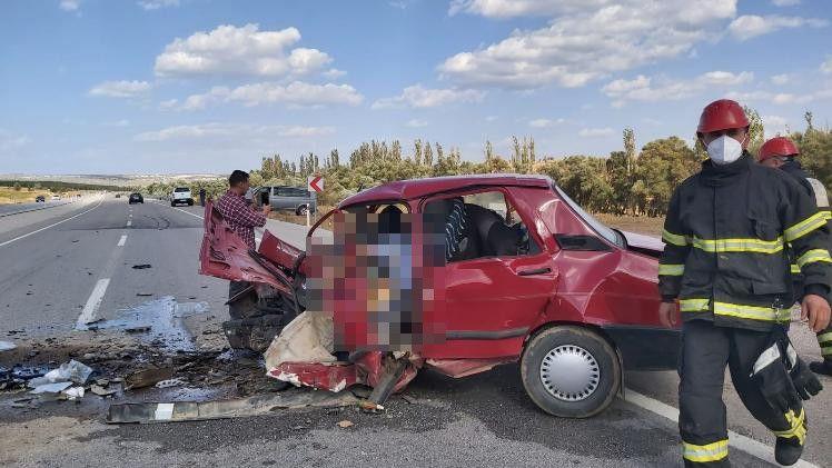 iki otomobil kafa kafaya çarpıştı: 2 ölü, 2 yaralı