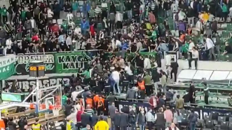 Bursaspor - Beşiktaş maçında taraftar savaşı