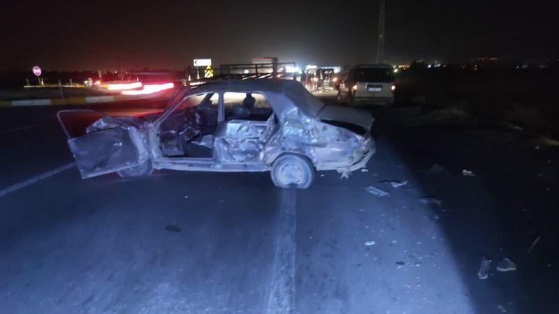 otomobili itekleyen iki arkadaşa tır çarptı: 1 ölü, 1 yaralı