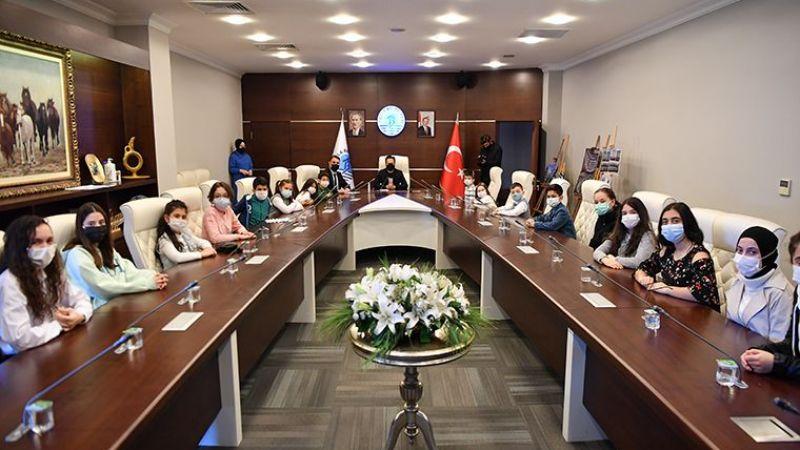 9 Farklı Milletten Çocuklar Türkçe Şiir Okudu