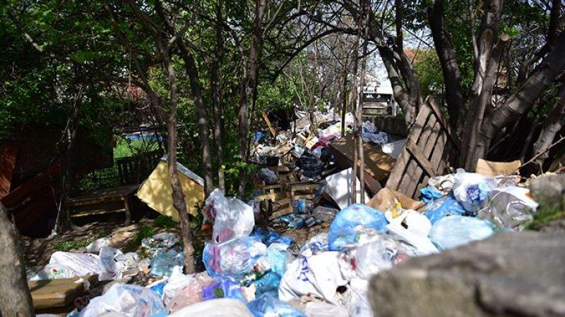 16 Ton Çöpü Bahçesine Biriktiren Vatandaş, Çöplerinin Alınmasını Gözleri Dolarak İzledi