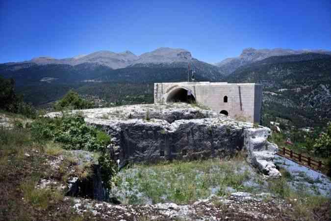 """Orta Çağ'ın ünlü kalesi """"Namrun"""" ziyaretçilerini bekliyor"""