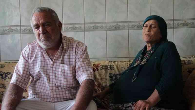 """Hurdacı Osman"""", kanser hastası yatalak eşini sevgiyle yaşatıyor"""