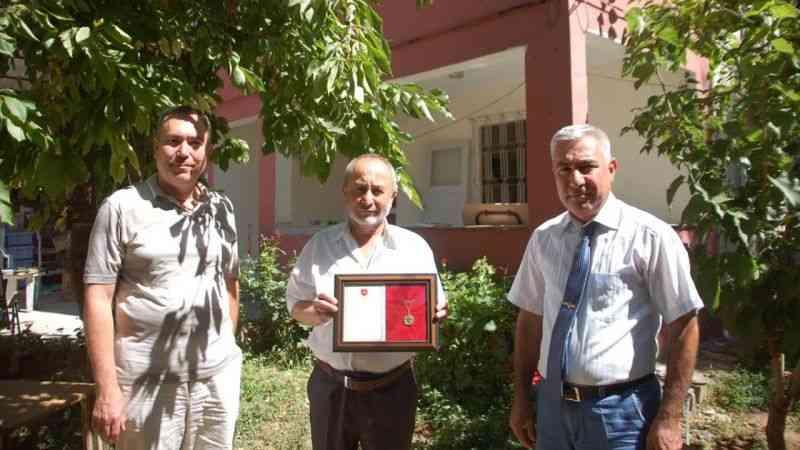 Kahramanmaraş'ta TSKGV'ye bağış yapan hayırsevere madalya verildi