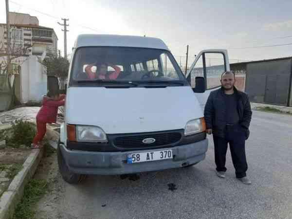Eşine kızdı minibüsten atladı, çocuklarının gözü önünde ölüme gitti