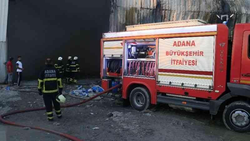 5 bin metrekarelik kağıt ve plastik geri dönüşüm fabrikasında yangın çıktı.