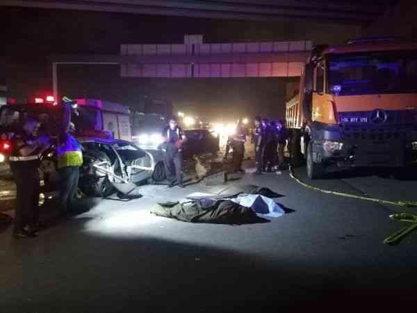 Kocaeli TEM Otoyolu'nda zincirleme trafik kazası: 3 ölü 4 yaralı