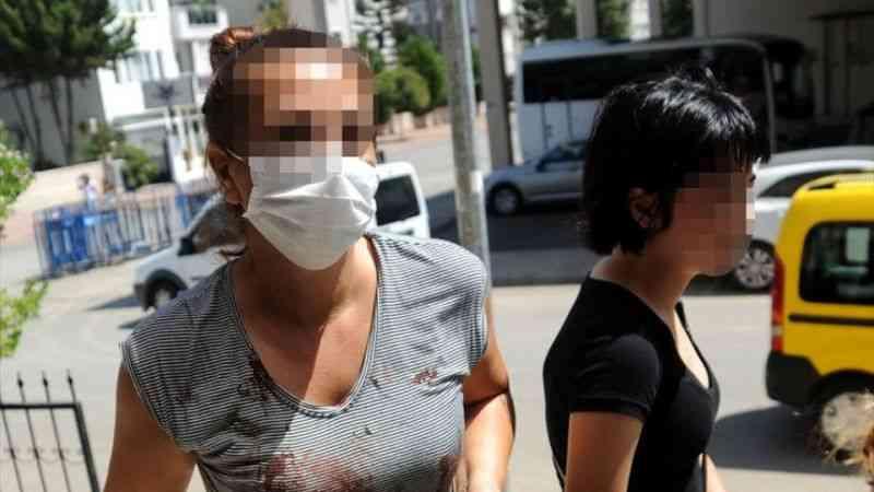 Antalya'da bıçaklı saldırıya uğrayan kadın yaralandı