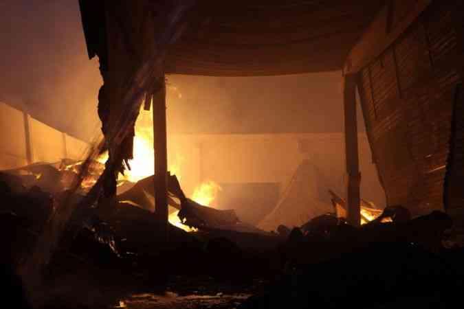Kahramanmaraş'ta fabrika yangınına müdahale ediliyor