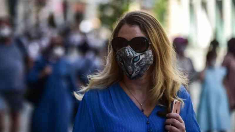 Günlük hayatın alışkanlığı haline gelen renkli ve desenli maskeler
