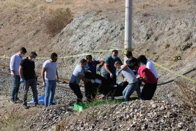 Adana'da raylar üzerinde erkek cesedi bulundu