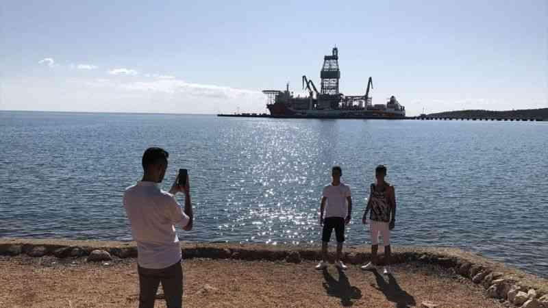 """Kanuni sondaj gemisinin Mersin'deki """"molası"""" sürüyor"""