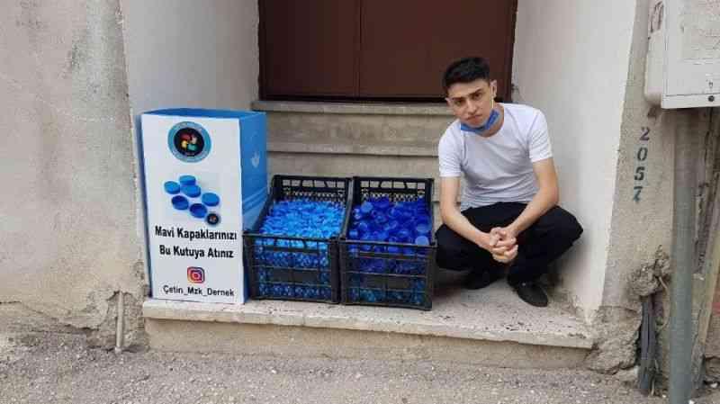Yılda sekiz bin mavi kapakla engelli vatandaşlara yardım etti