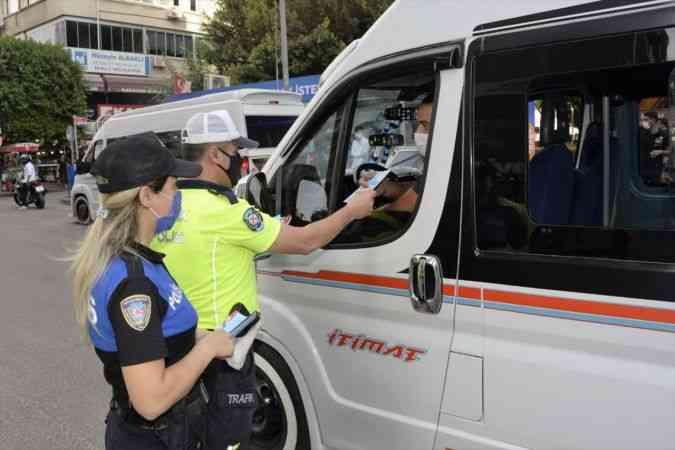 """Adana'da """"Korna trafiği açmaz"""" sloganıyla uygulama yapıldı"""