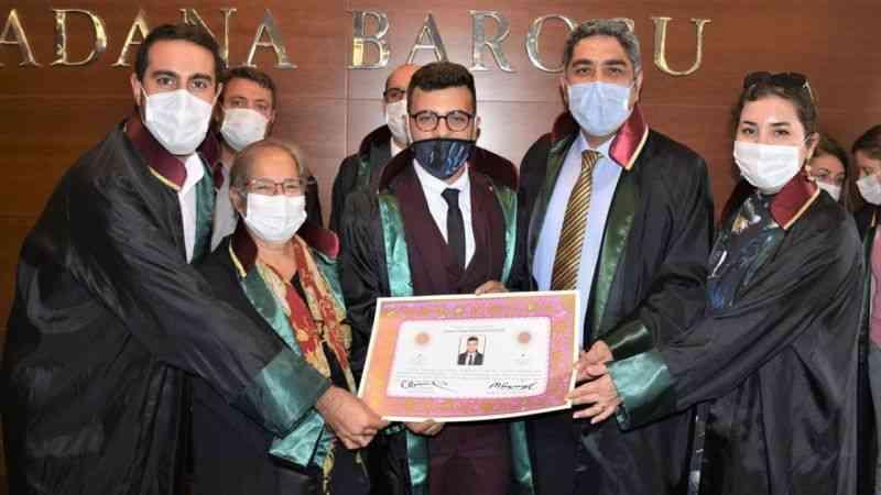 Adana Barosu'nda 16 yeni avukat törenle ruhsat aldı