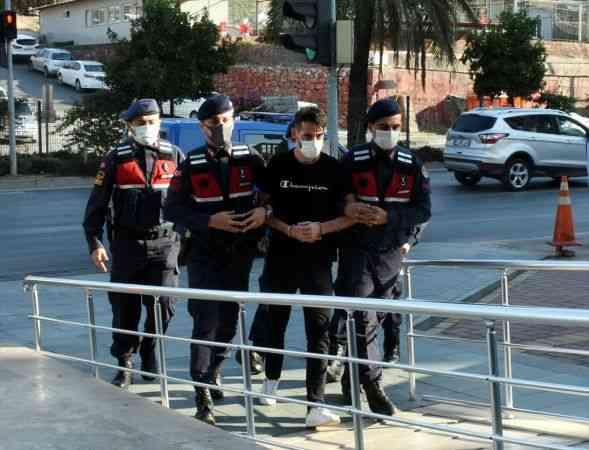 Antalya'da aranan cinayet zanlısı berberde tıraş olurken yakalandı