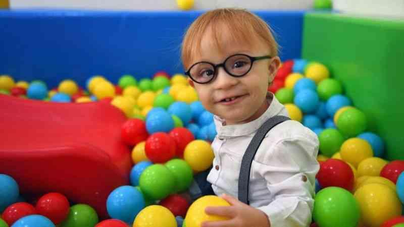 Down sendromlu 2 yaşındaki Mehmet'in yürüme sevinci