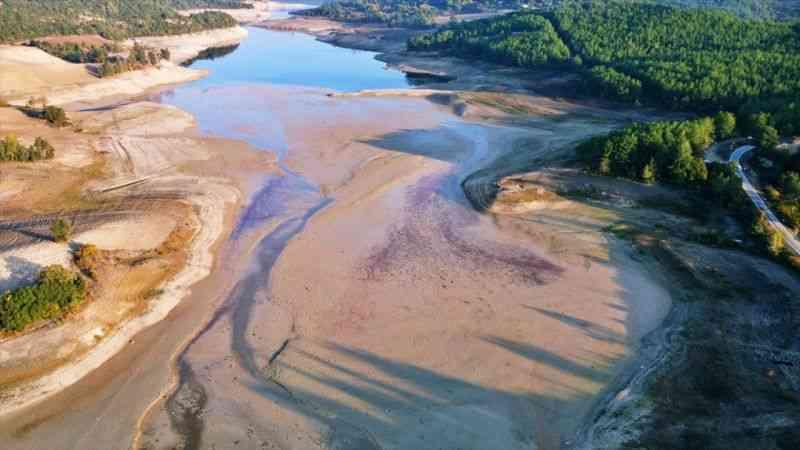 Arslantaş Baraj Gölü'nde su seviyesi düştü