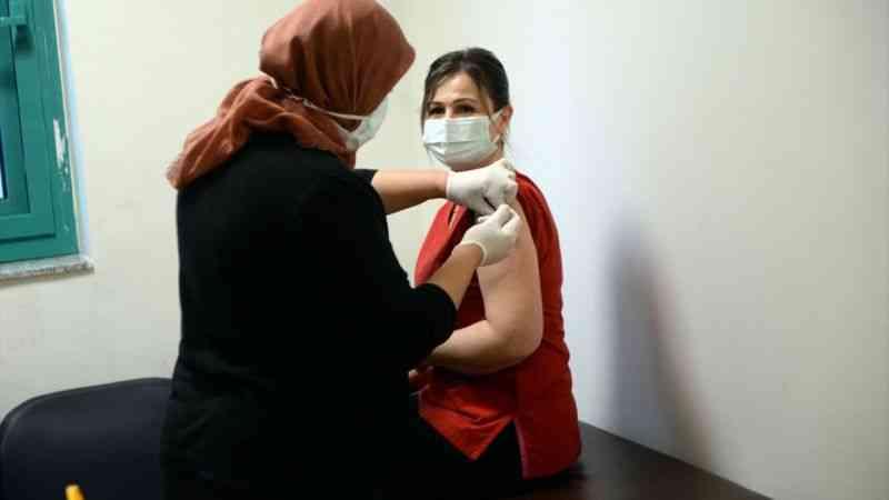 Kahramanmaraş'ta CoronaVac aşısı sağlık çalışanlarına uygulanmaya başladı