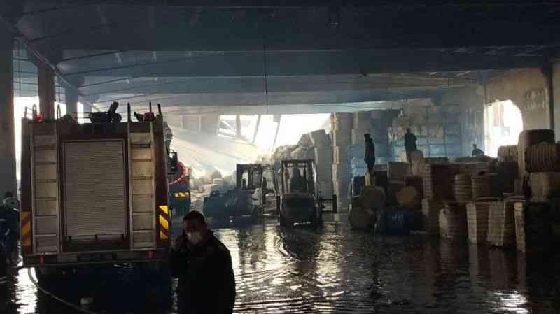 Tekstil fabrikasındaki yangın 13 saatte kontrol altına alındı