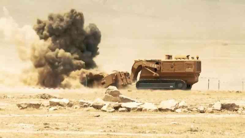 Türkiye'de üretilen mayın temizleme araçları, Azerbaycan'a teslim edildi