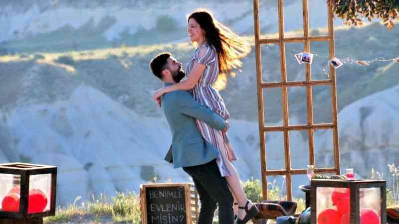 Kapadokya genç çiftlerin doğal çekim platosu oldu