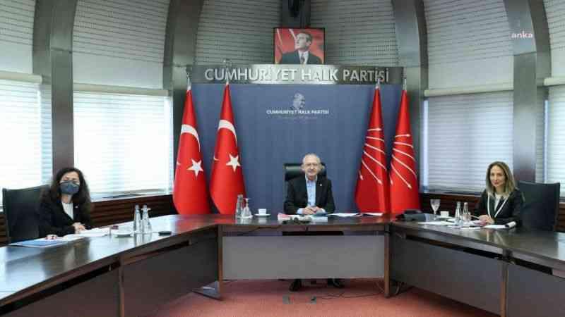 Kılıçdaroğlu kadın kolları il başkanları ile buluştu