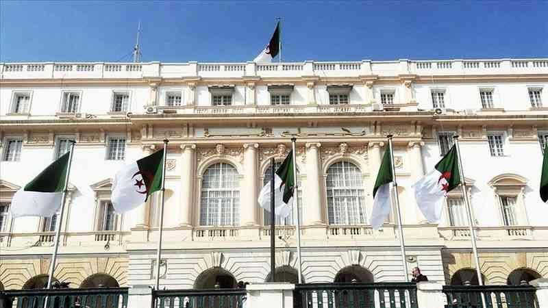 """Cezayir Meclisinde ikinci güç olmayı başaran bağımsızlar Cumhurbaşkanı'nın """"gizli partisi"""" olabilir mi?"""