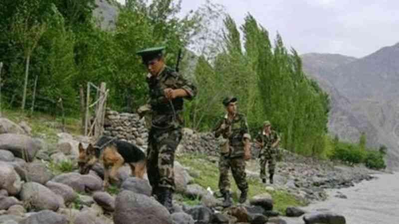 Afganistan ile Tacikistan arasındaki Şirhan sınır kapısı Taliban'ın kontrolüne geçti