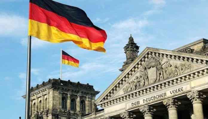 Almanya'da yaklaşık 100 milyar avro yeni borç öngören 2022 bütçe tasarısına onay