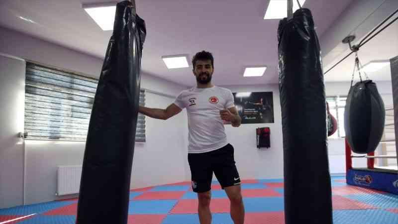 Milli kick boksçu Cebrail Gençoğlu ringde madalya, fakültede akademik kariyer peşinde