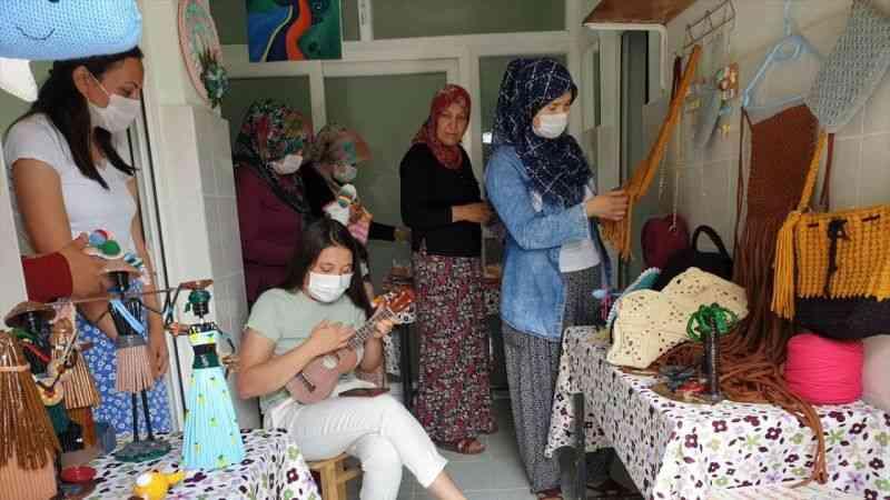 Osmaniye'de evsel atıklar kadınlar tarafından el işi ürünlere dönüştürülüyor
